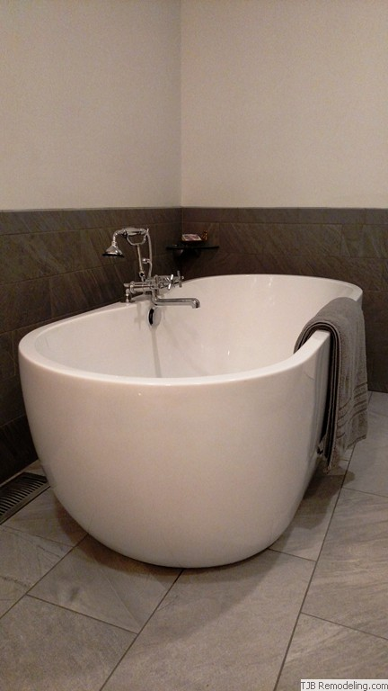 Luxurious Vessel Tub