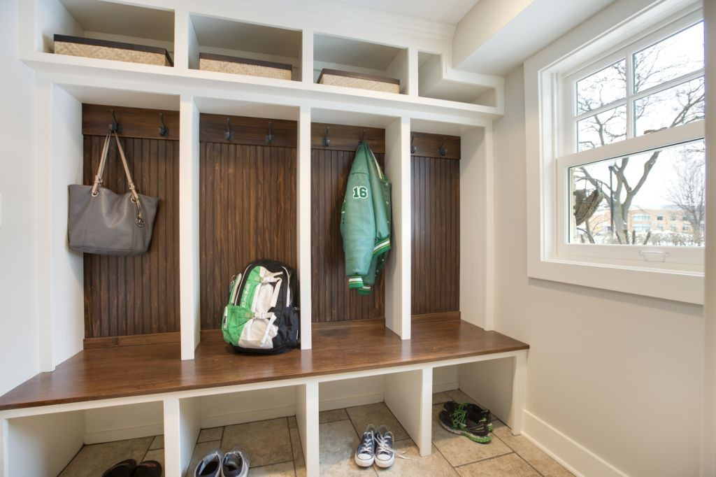 Cubby with Storage Baskets Above