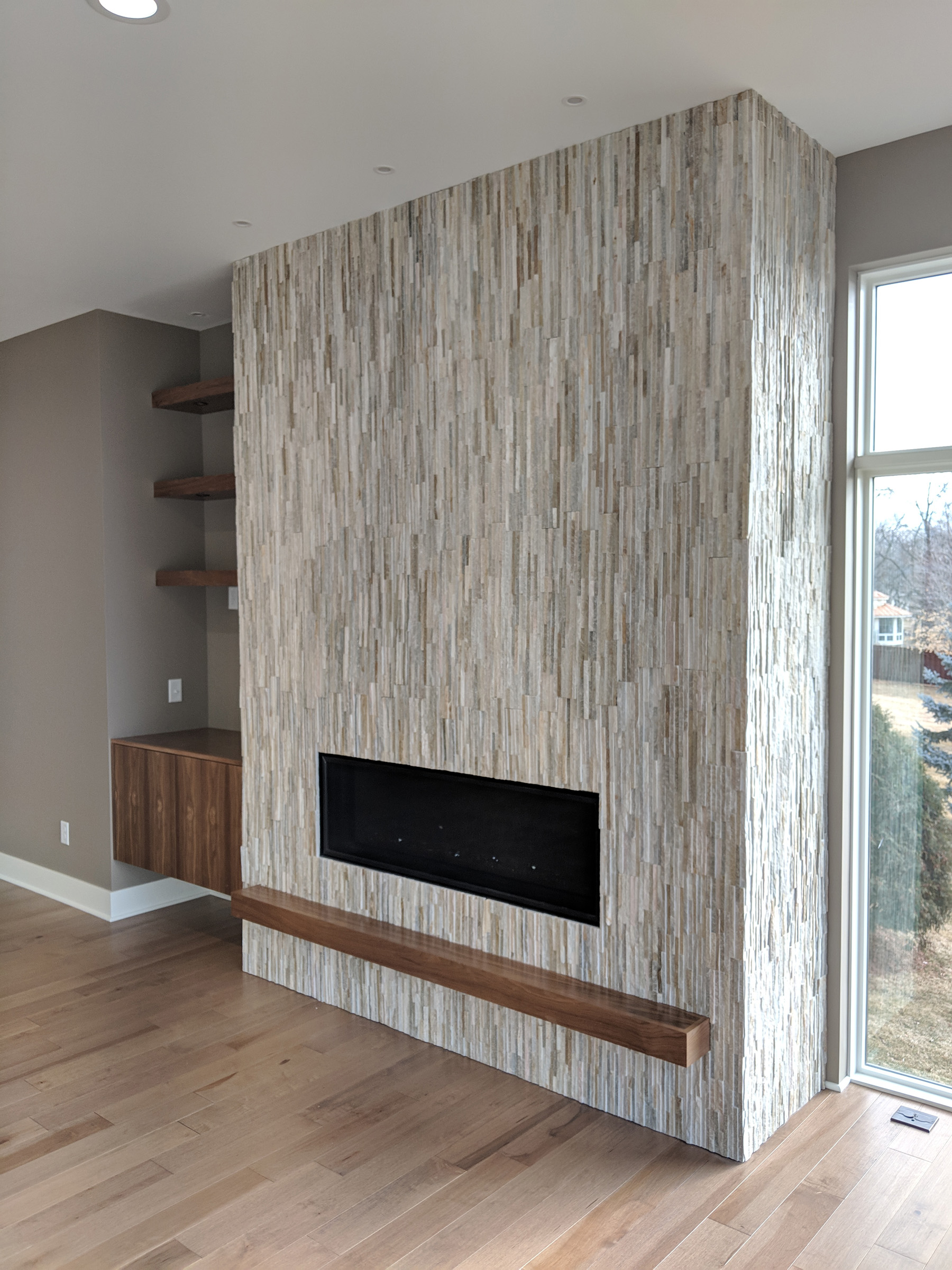 Stone facade fireplace with mantel